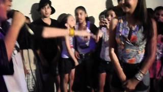 Yuri BH canta Amar não é Pecado para fã Mylena Zaouk