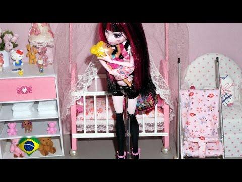 Monster High Draculaura em: Um dia com a babá vampira (stop motion)