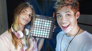 MINHA NAMORADA TOCANDO MUSICAS DE DJ