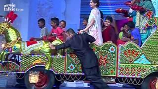 Salman Khan Dancing Garba With Sonam On Prem Ratan Dhan Payo Title Song