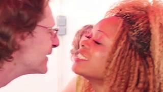 nat la bombe  Séries L'amour n'a pas de frontières(comedie camer belgo)episode 1