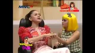 Aura Kasih dan Vicky Shu di Suka Suka Uya 11 November 2013 Part 2