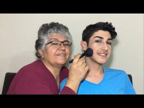 Anneannem Bana Makyaj Yapıyor.