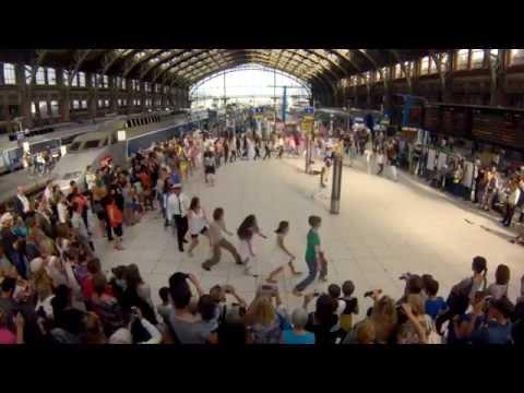 Xxx Mp4 Flashmob We Are One à La Gare Lille Flandres Par Eric Koloko Pour SNCF 3gp Sex