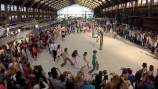 Flashmob We are One à la Gare Lille Flandres par Eric Koloko pour SNCF