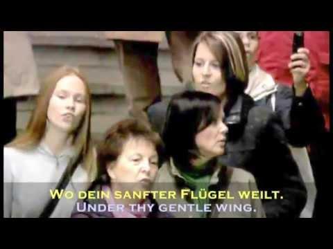 Singing Flashmob Leipzig Hbf. Ode an die Freude mit Paul Potts inkl. Lyrics D E