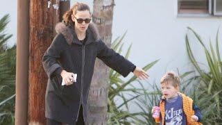 Jennifer Garner Steps Out With The Kids After Ben Affleck Called Her