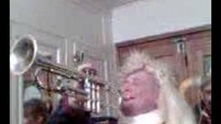 carnaval de bailleul avec les zwin -crotch a la trompette