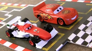 Disney Pixar Cars 2 Racing Starter Game Set Lightning McQueen Vs. Francesco Bernoulli