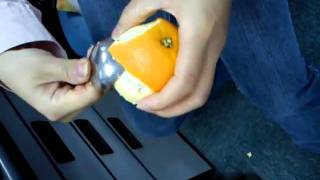 How to peel an orange with a spoon