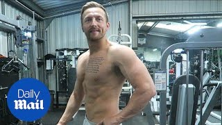 Father-of-one shows incredible body transformation in video - Daily Mail