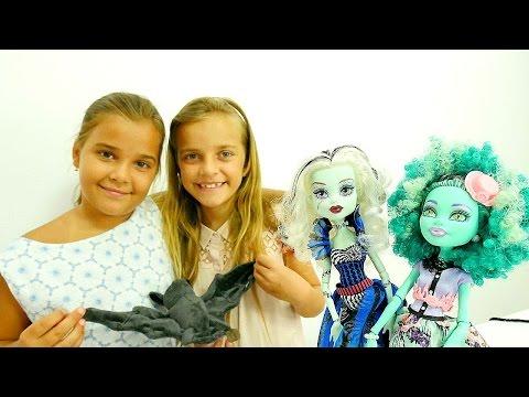 Monster High #kıyafetgiydirmeoyunu. Oyuncak bebeklere giysileri seçiyoruz. Kız oyunları