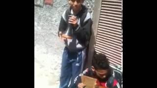 شريط الأسبوع | مواهب أطفال مسفيِوين تُطرب في شارع