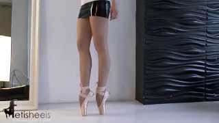 Backstage - Markissa on pointe shoes