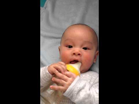 Walden Try to Suck Milk 4 .5 Months