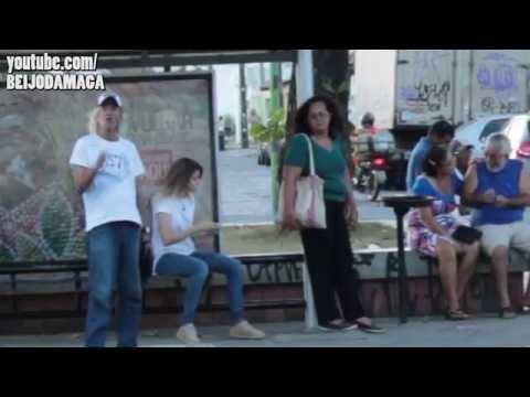 Vendo safadeza na rua Pegadinha
