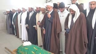 سماحة العلامة الشيخ عباس العنكي يؤدي الصلاة على المرحوم  سماحة الشيخ محمد أبوالسعود رحمه الله