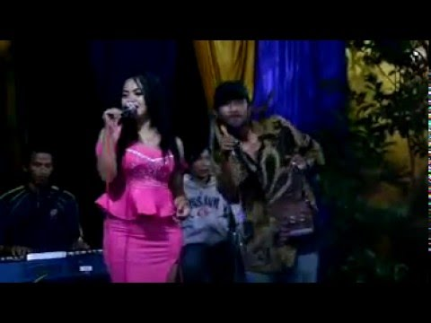 Penyanyi dangdut seksi n semok di sawer photografer NcHs CHANNEL