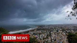 Cyclone Fani lashes India's eastern coast - BBC News