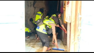Banjir Melanda Desa Citenjo, Ratusan Personil Tim Penyelamat Turun Lakukan Evakuasi - 86