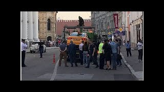 News Taxi mounted pavement in central Moscow, accelerated into crowd: video