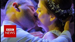 Love is not Deaf: Our sign language romance - BBC News