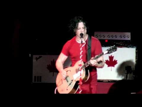 The White Stripes - Seven Nation Army [Live] (HD)