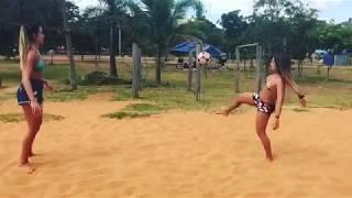 اجمل مهارات بنات تلعب الكره بالبيكيني Hot Bikini Girls play Football