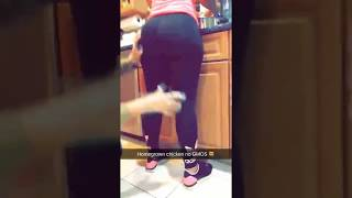 Ayishadiaz and Her Friends Twerk In The Kitchen While She Cooks
