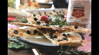 Focaccia o pan con aceitunas