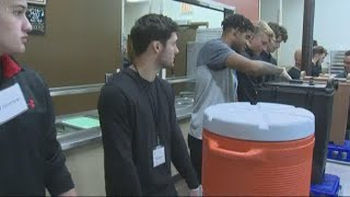 Portland Winterhawks players help feed the homeless