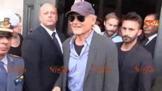 Terence Hill al funerale di Bud Spencer, la folla grida