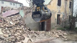 The MB-G900 grapple in a big demolition project