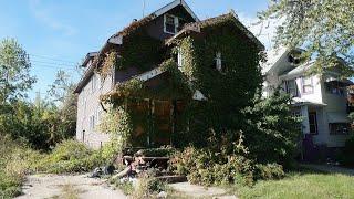 Abandoned Neighborhood in a City full of Abandoned Houses