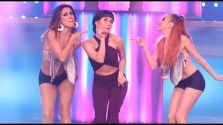 Ximena Hoyos abrió la noche emulando a Selena Quintanilla