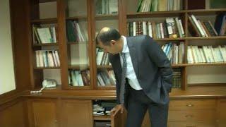 شاهد: القنصل السعودي يفتح مبنى القنصلية أمام صحفيي رويترز لينفي وجود خاشقجي…