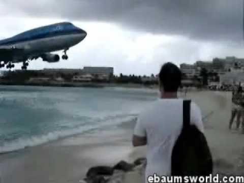 Avião Raspando Cabeças