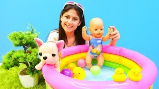 #Bebek bakma oyunu. Ayşe Loli'yi ve Gül'ü HAVUZA götürüyor 🏊👙. #Kızoyuncakları ve #eğiticivideo