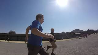 Racing with my son between Teotihuacan Pyramides in Mexico