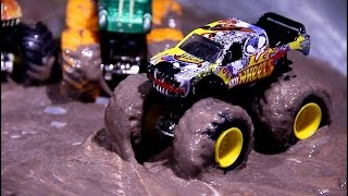 Kids Video with Toy Cars in the mud  &  Monster Trucks in the Car Wash