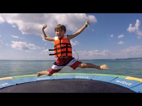 Jump Dive Splash Water Fun and Kinder Sorpresa in Mexico