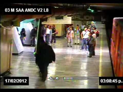 Riña de estudiantes en el Metro Santa Anita