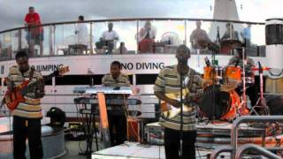 Lightz out band live 2k11- (nelly just a dream)  zouk