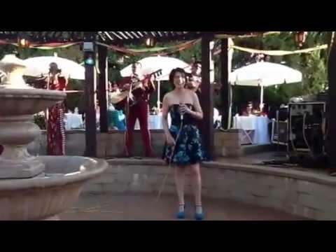Junko Seki Una japonesa cantando con mariachi estrella de jalisco