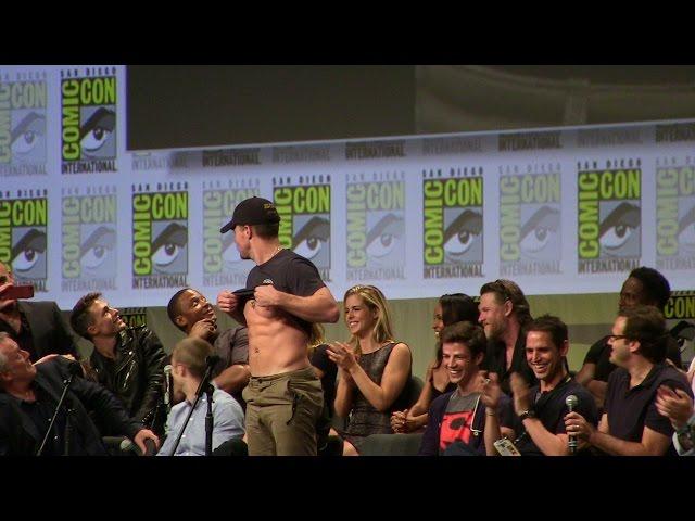 Stephen Amell Shows Abs to John Barrowman & Hall H SDCC San Diego Comic-Con