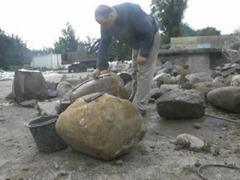 łupanie polnych kamieni bytów