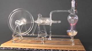 نموذج محرك بخاري مصنوع من الزجاج