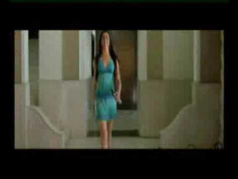 Deepika Padukone HOT Kissing Scene