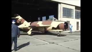 فضائح امريكا الطائره العراقيه مسروقه من متحف العراق حاليا في امريكا .طائرة صناعه الروسيه ميج 17