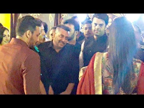 Salman Khan Flirting With Katrina Kaif At Baba Siddiqui's Iftar Party 2016